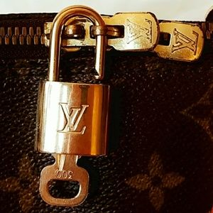 🔐authentic Louis vuitton key 🔓and lock